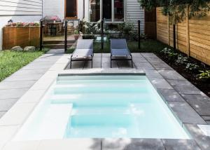 zwembad in een kleine tuin